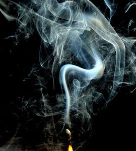 спичка и другой голубой дым